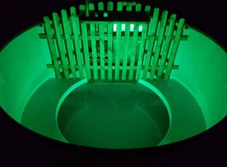 Hotpot Badefass, mit LED Beleuchtung und Sprudelbad